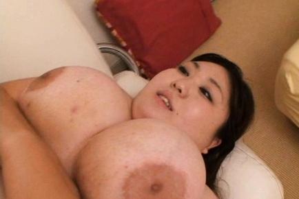 Hitomi Matsumoto Hot Asian babe has big balloons