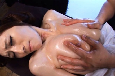 Big Oily Tits On Julia Shake While He Gets Her Off